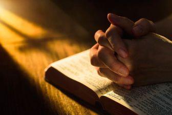 praying-58f129f13df78cd3fc418722